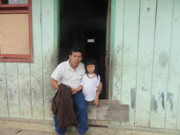 Una de las dos niñas taromenani secuestradas por un grupo huaorani en Marzo pasado.